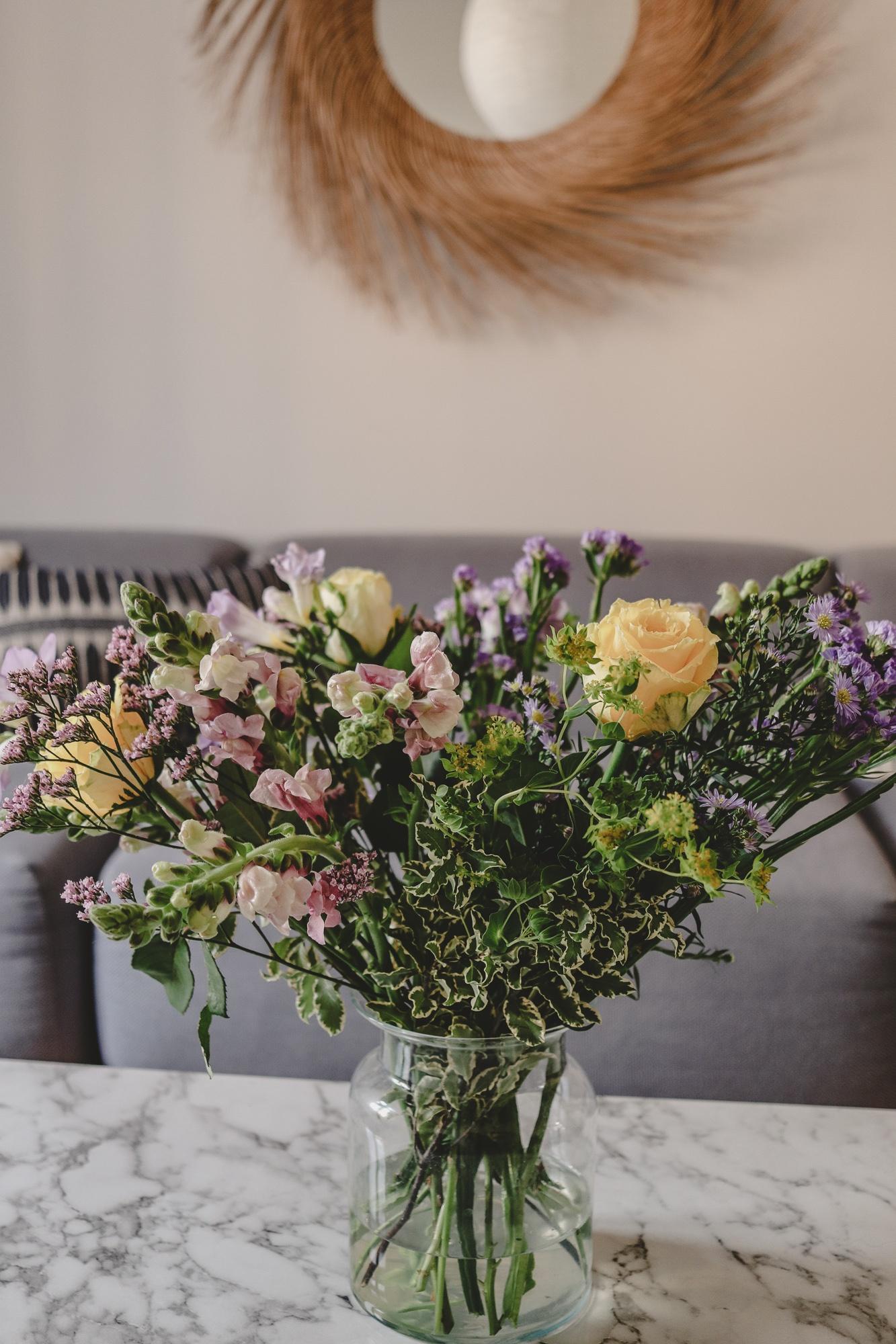 Der Strauß des Monats: Gelbe Rosen, Löwenmäulchen & Astern | Anzeige, enthält Affiliate Links