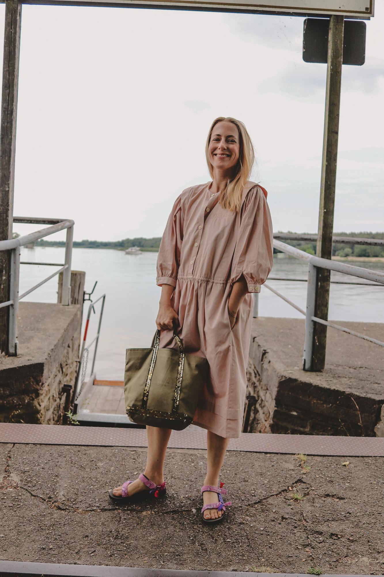 Mamas rosa Kleid und ein uralter Taschen-Liebling |Anzeige, enthält Affiliate Links