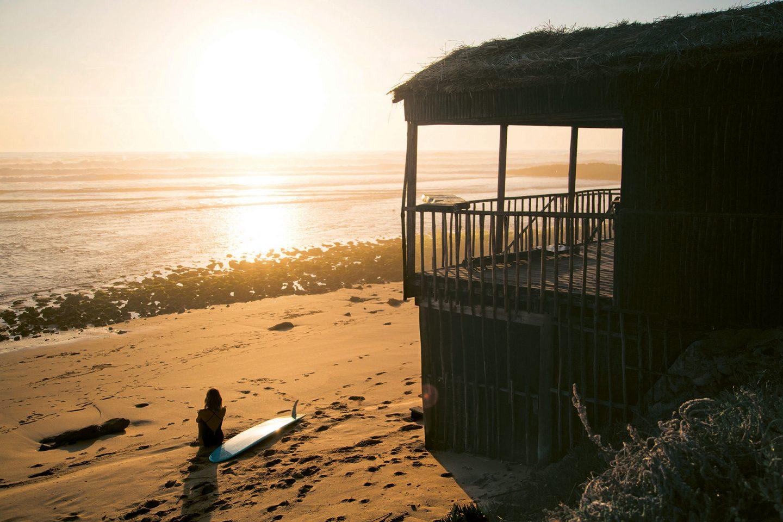 """""""Das Meer ist wie ein Freund, der dich niemals hängen lässt"""": Veerle Helsen über ihr Buch """"Surf & Stay"""""""