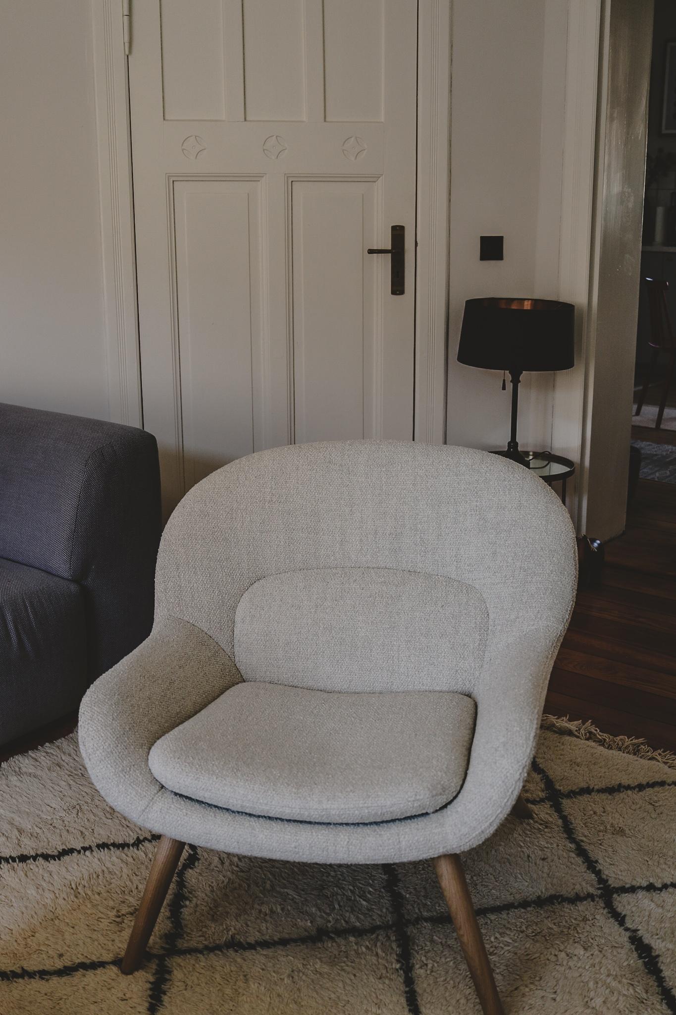 Hej, Philippa: Das ist unser neuer Sessel im Wohnzimmer!