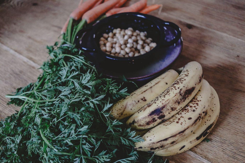 Drei leckere Leftover-Rezepte: Nicecream aus Bananen, Möhrengrünpesto und Mousse au Chocolat aus Aquafaba | ANZEIGE