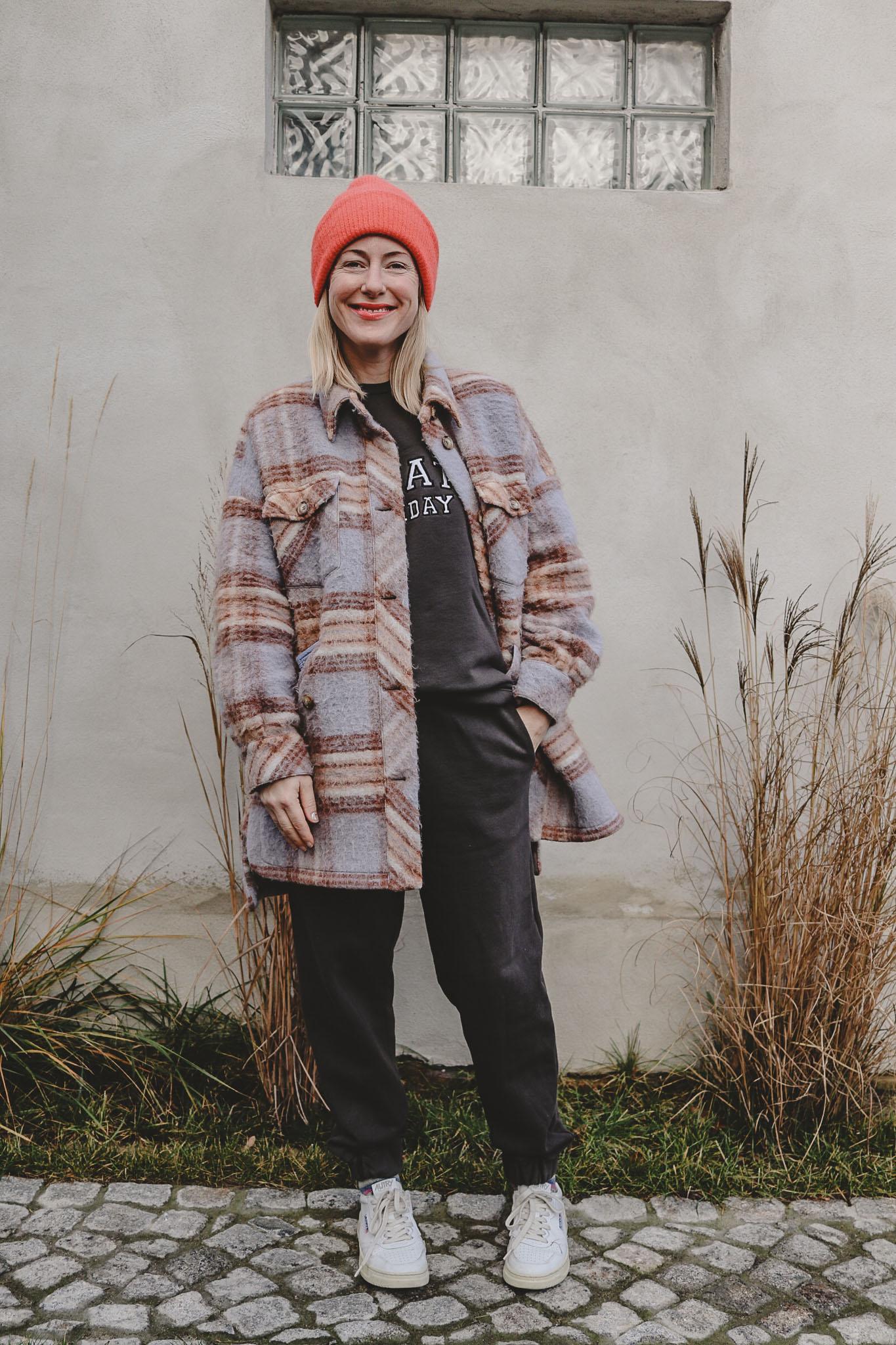 Lockdown-Uniform: Jogginganzug trifft Holzfällerjacke