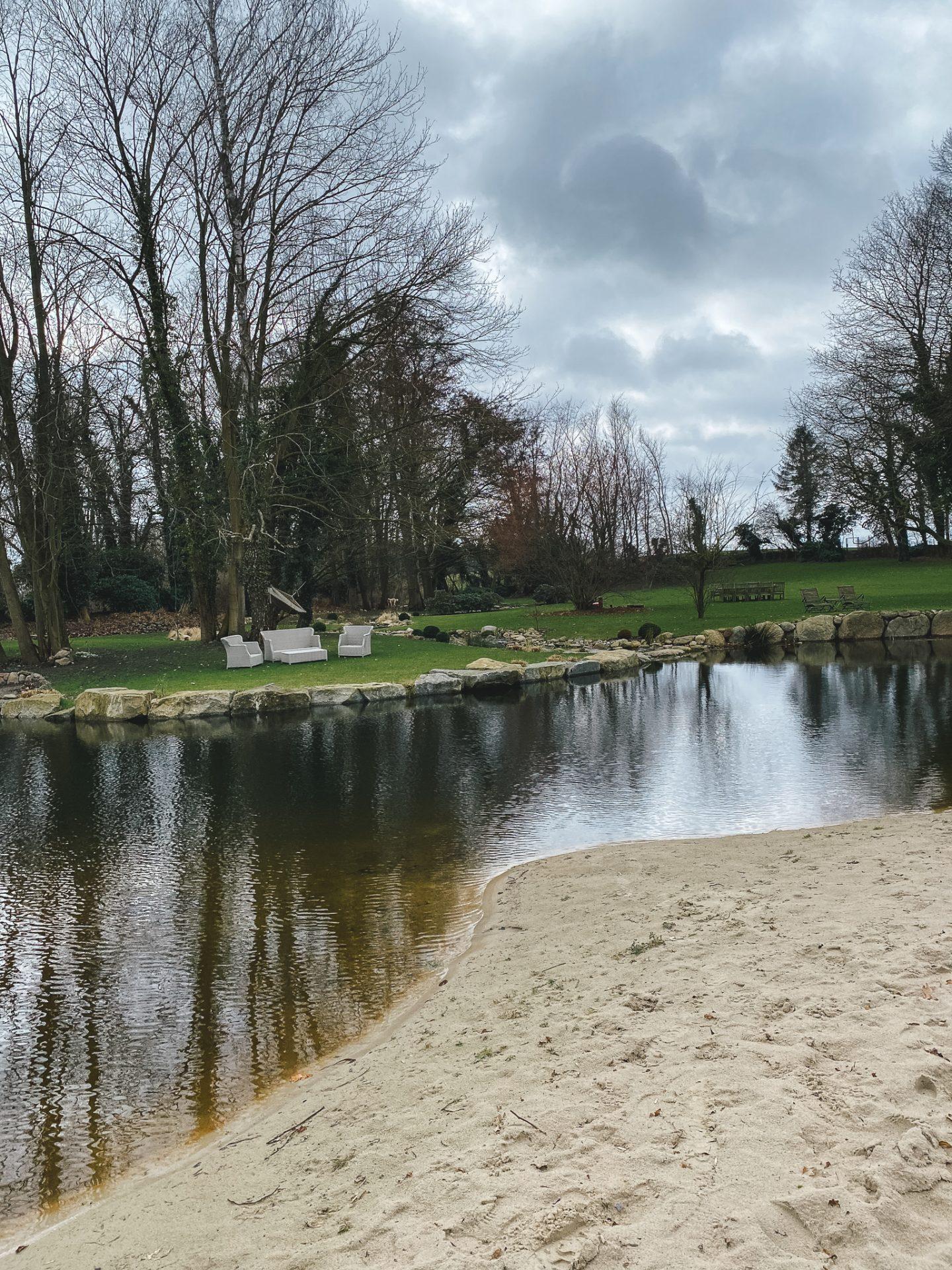 Schwimmteich mit Ostseesand