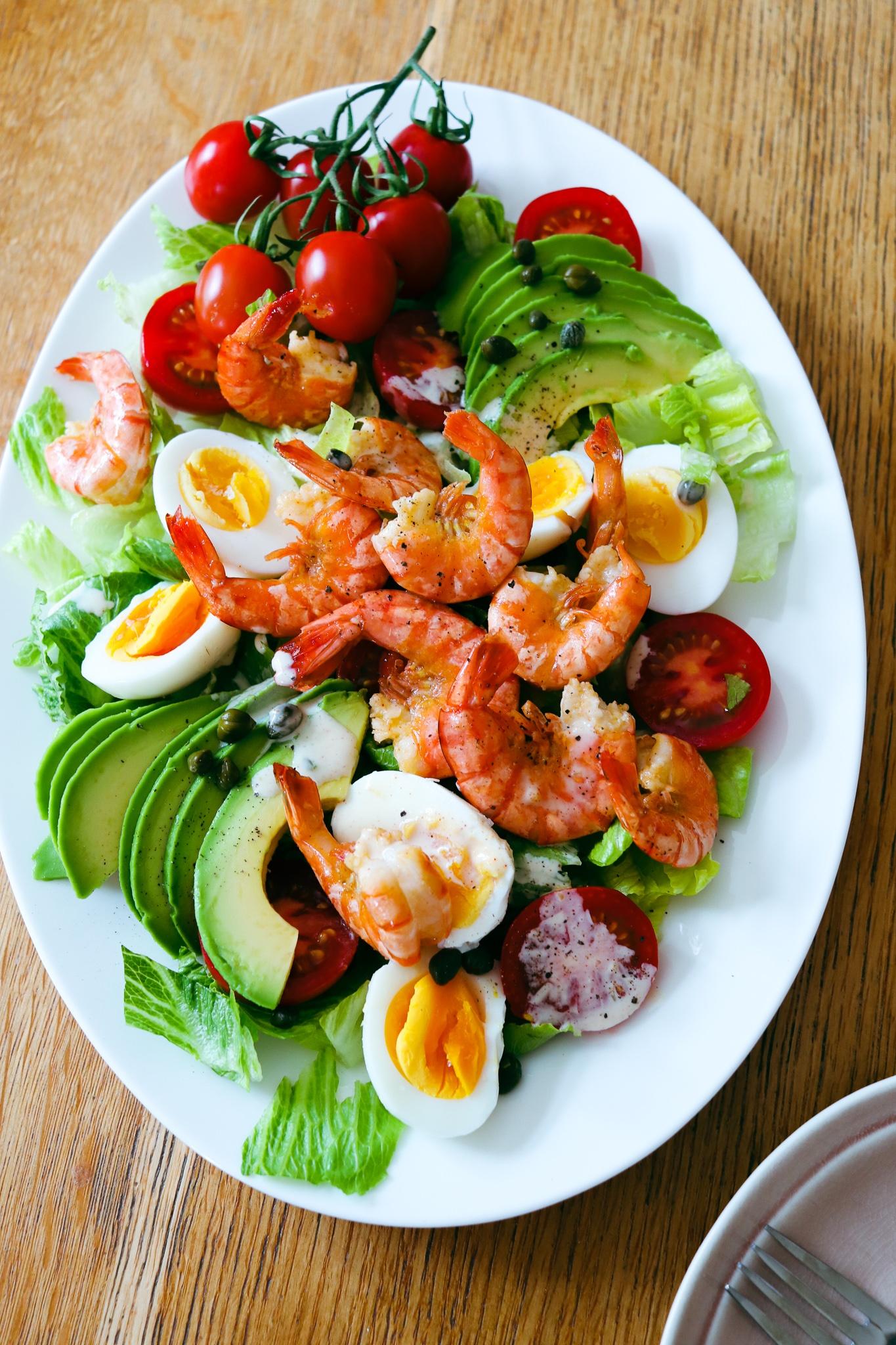 Shrimp Louie Salat mit Bio Black Tiger Garnelen, Avocado & Ei