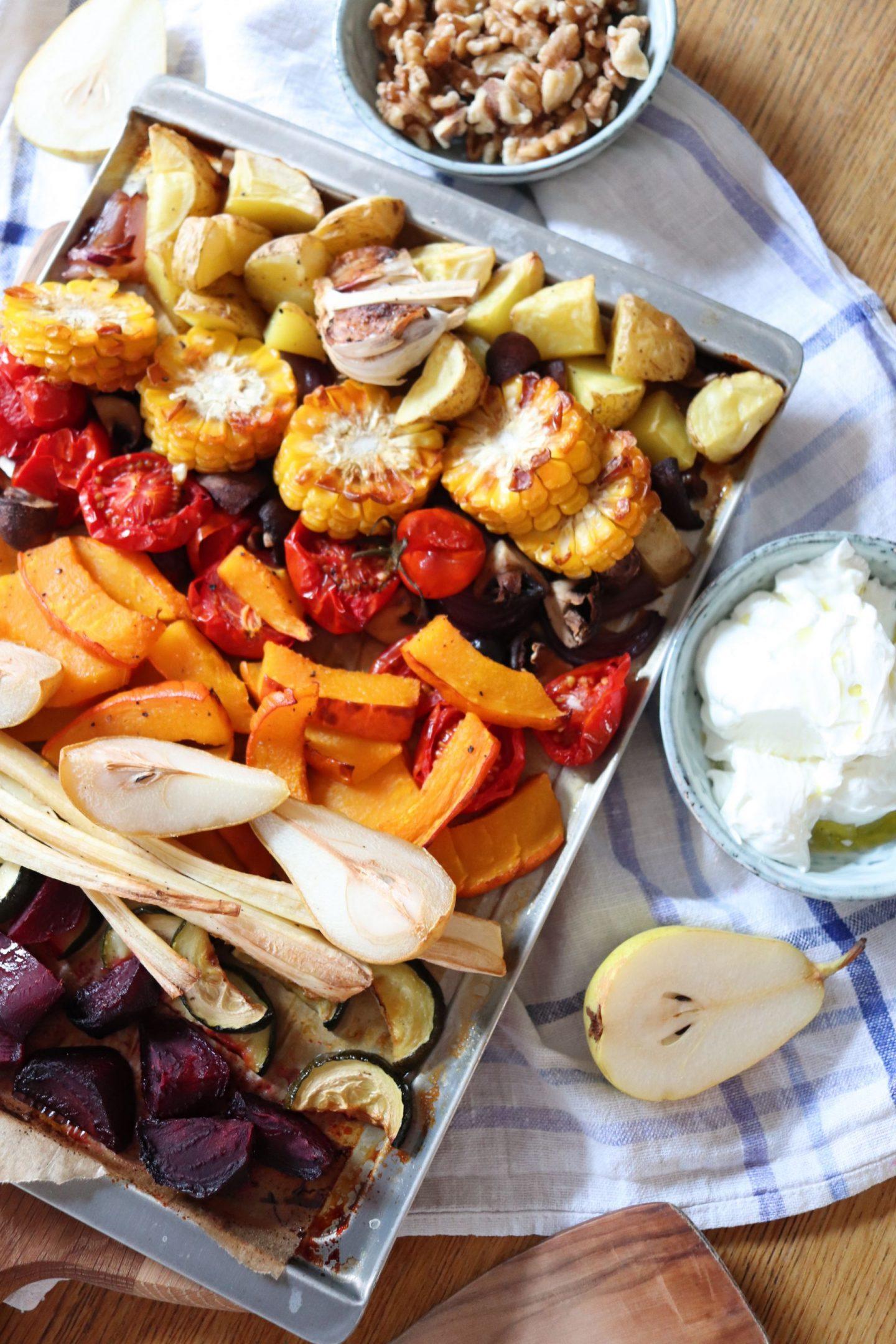Herbstliches Ofengemüse mit Birnen, Nüssen und Ziegenfrischkäse